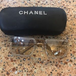 Chanel aunglasees. Excellent condition. Like new.